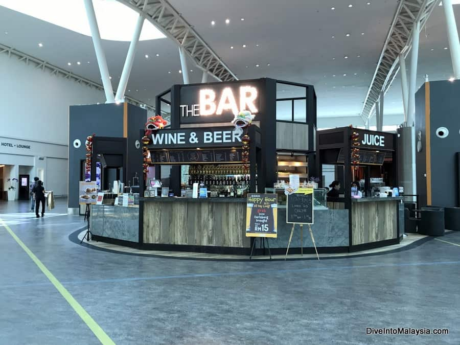 Plaza Premium Lounge KLIA2 the bar