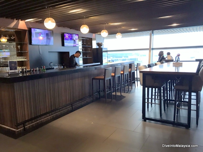 the bar in mas golden lounge klia