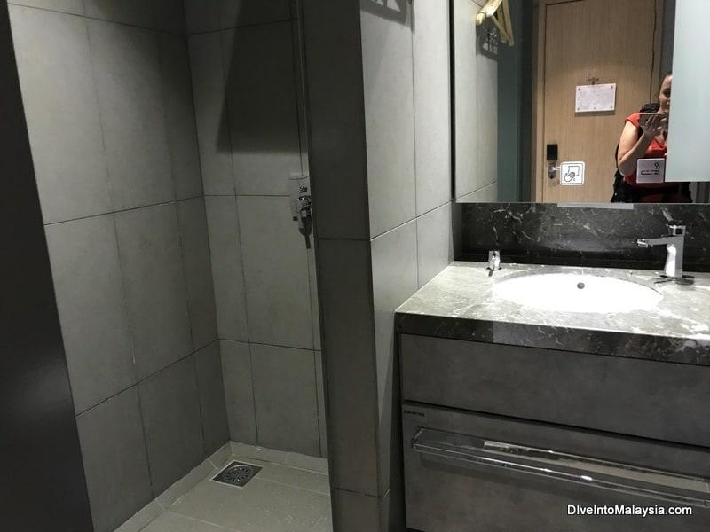 bathroom inside private resting suite plaza premium transit hotel klia2