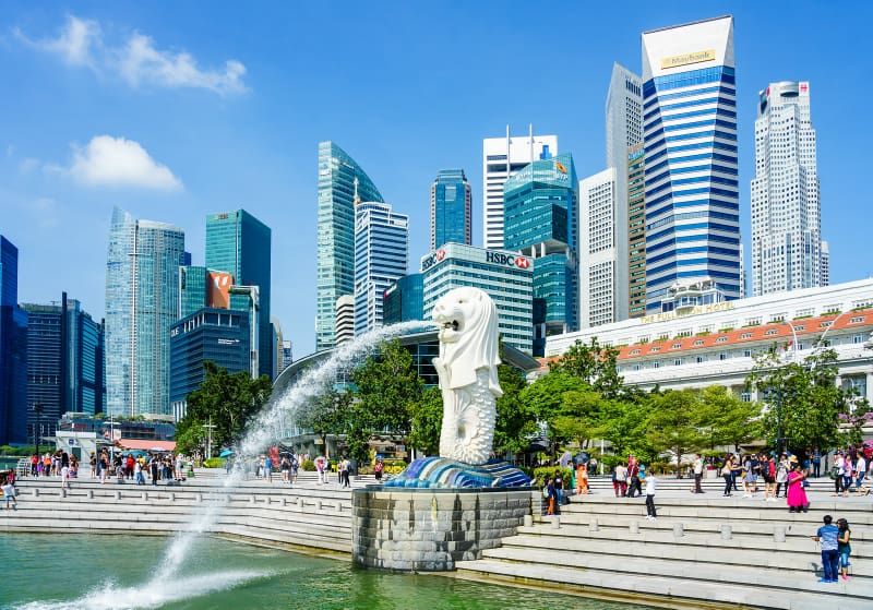 Merlion statue fountain in Merlion Park and Singapore city skyline