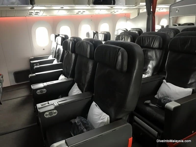 Part of the Jetstar business class cabin. There are two more seats on the side where I am standing