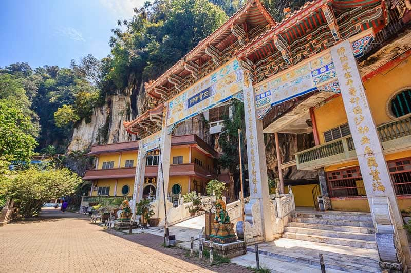 Sam Poh Tong Temple